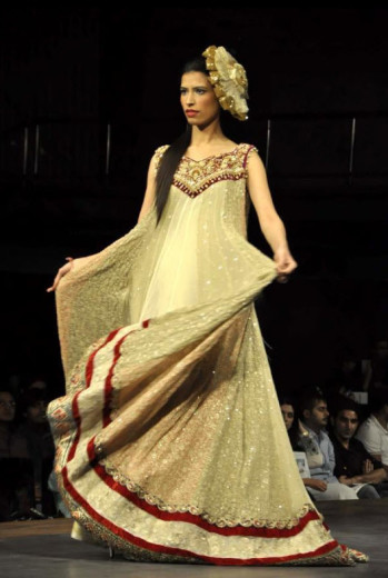 Karachi-Fasion-week-2013-Dress-Pictures