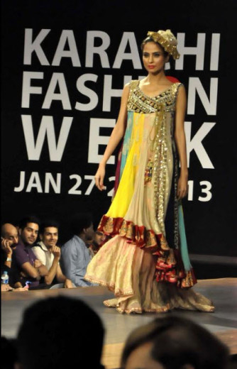 Karachi-Fasion-week-2013-Ramp Walk Model picture
